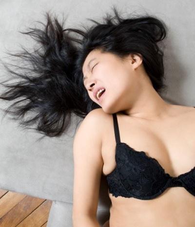 Thủ dâm có thể là do người có nhu cầu sinh lí cao hơn bình thường. Ảnh: internet