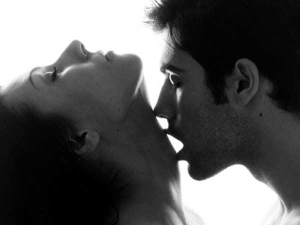 cách tăng hứng thú tình dục cho các cặp đôi lâu năm